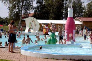 Björkbackens Karaktärshotell poolområde
